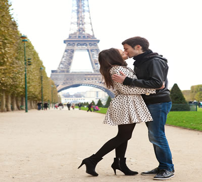 French Dating Online - Romance Abounds